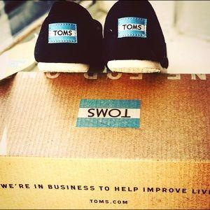 Brand new in box black  Toms!